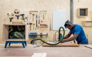 Atelier Emmaüs à Lyon avec le bénéficiaire  Soutenu en compétences par la Fondation EY